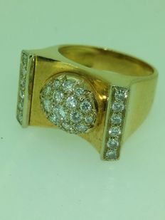 Art Deco style ring with 0.90 ct diamonds.