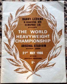 The World Heavyweight Boxing Championship Souvenir Programme - 1966 - Muhammed Ali v's Henry Cooper plus Colour Insert
