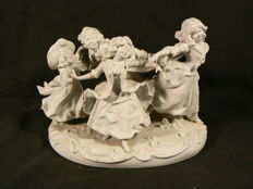 Scheibe Alsbach - beautiful biscuit sculpture of dancing girls