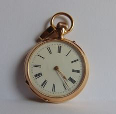 gold men's watch with rich engravings to the back - Swiss made - 1921