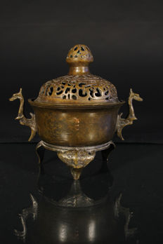 Bronze tripod incense burner, marked Xuande– China – 2nd half 20th century.