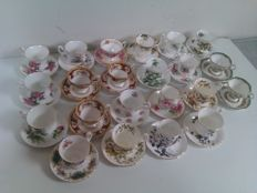 Royal Albert - 22 porcelain ladies cup and saucers - Various decors