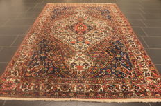 Rare and beautiful semi-antique hand-knotted Persian carpet, Bachtiar, plant colours, 170 x 250 cm