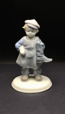 "Metzler & Ortloff - ""Little Shoemaker"" - Porcelain Figurine"