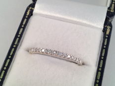 18 karat white gold ring with diamond, 0.30 ct, ring size 17.75/56