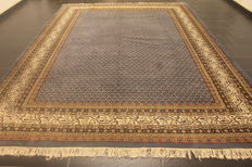 Magnificent hand-woven Oriental palace carpet, Sarough Mir, 260 x 355 cm, made in India, excellent highland wool