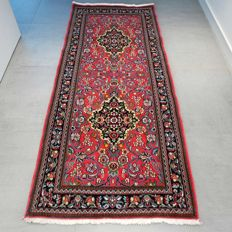 Superior Ghom Persian runner rug – 205 x 87 – with certificate