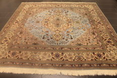 Magnificent old handwoven Persian carpet Tabriz 250 x 250cm, made in Iran