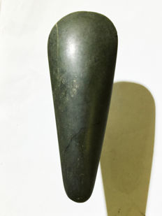 Ancient celt made from jade/nephrit - LAKE SENTANI - West-Papua
