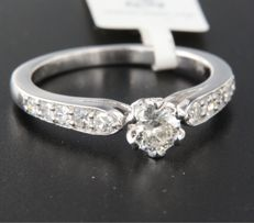 White gold solitaire ring, 14 kt, set with a central, old Amsterdam cut diamond of approx. 0.35 ct and 28 side stones, single cut diamonds of approx. 0.35 ct, ring size 17.25 (54)