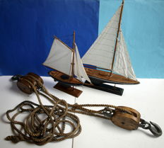 Block pulley and 2 x model ship