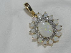 Gold 14 kt / 585 pendant with 15 opals and 20 diamonds, approx. 0.20 ct