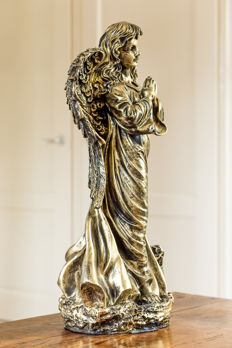 Bronze-coloured statue of an angel