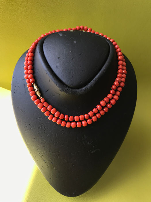 Long necklace in Italian, Cerasuolo coral with yellow and white gold clasp.