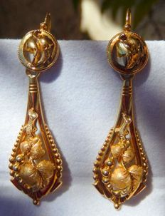Sleeper earrings from the 19th century with 18 kt gold pendants