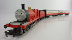 """Hornby 00-R852/R9051/R9052 - steam locomotive """"James"""" of Thomas the train with two accompanying carriages, Composite  brake coach"""