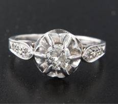 18 kt white gold solitaire ring centrally set with an old Amsterdam cut diamond and 6 old octagon cut diamonds *****NO RESERVE PRICE*****
