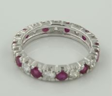 14 kt white gold full eternity ring set with brilliant cut rubies and diamonds, approximately 1.05 carat in total, ring size 17.5 (55)