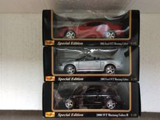 Maisto - Scale 1/18 - Lot with 3 models: 2003 Ford SVT Mustang Cobra Coupe, 2003 Ford SVT Mustang Cobra Convertible & 200 SVT Mustang Cobra R
