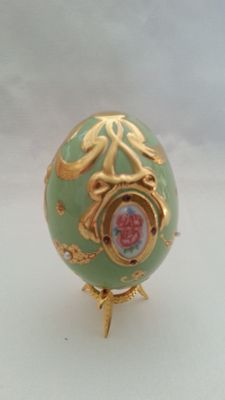 "House of Fabergé - Collector egg "" princess lagacy "" - porcelain - gold paint 22 k - copy coa"