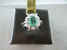 Ring in 18 kt white gold with emerald and 0.05 ct diamonds - size 14