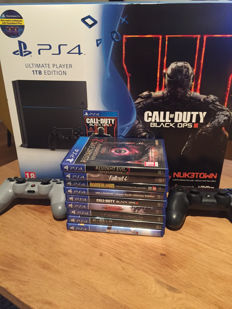 Playstation 4 - 1 TB - Games and 2 controllers