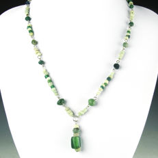 Necklace with Roman white and green glass beads - 52,5 cm