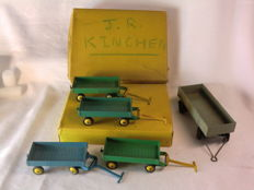 Dinky Toys - Scale 1/48 - Dinky Trade Box with 4 x 4-Wheel Hand Truck No.105C/383 and Large Trailer No.951