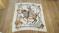 Collector: Hermès superb 'Le Timbalier' scarf model, designed by Françoise Heron, in good condition.