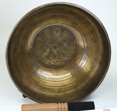Large hand hammered singing bowl – Nepal – end of 20th century