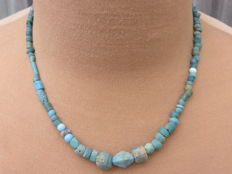 Roman empire - Roman necklace with blue iridescent glass beads - 45 cm