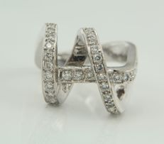 18 kt white gold ring set with 39 brilliant cut diamonds, approximately 0.55 carat in total, ring size 16.5 (52) ****NO RESERVE PRICE****