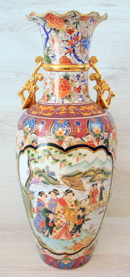 Richly decorated, polychromed vase, 61 cm - China - second half of the 20th century