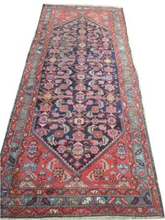 Antique Hamadan Patinated hand knotted wool carpet is 262 cmx104cm.Take into account there is no reserve price, bidding 1euro