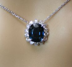 Necklace in 18 kt gold with diamonds and exceptional 100% natural VVS1 blue spinel of 3.17 ct - GIA certificate - length 40 cm
