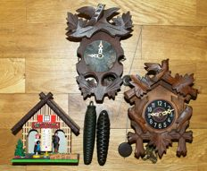 Lot of two miniature cuckoo clocks and a weather house - Period 1950-1970
