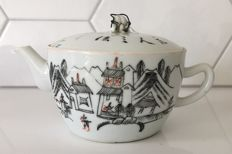 Porcelain teapot with calligraphy decoration - China - 19th century