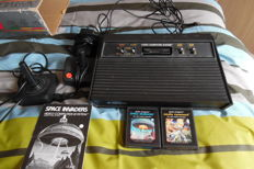 Atari video computer system 2600 incl 2 games , 2 controllers and adapter - boxed