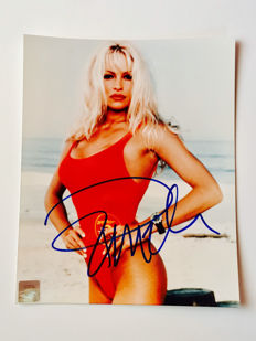 Pamela Anderson - Signed 20x25 cm Photo - With Certificate of Authenticity