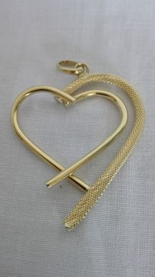 Heart-shaped pendant in 18 kt yellow gold, length (including hook): 50 mm, width: 35 mm