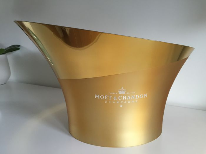 2017 Moët et Chandon ice-bucket in glossy and frosted gold, fits 1 bottle - Champagne Manufacturers L'Orfèvrerie D'Anjou
