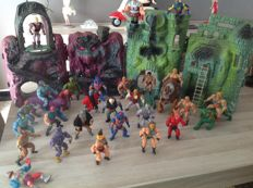 He-man/Masters of the universe - 27 figures, 2 tigers, 1 horse, 2 castles- Mattel - 1980 vintage toys