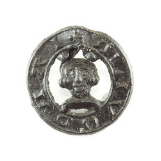 Medieval pewter bust brooch - 18,7 mm