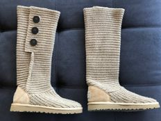 UGG – women's Classic Cardy boots – 50% wool/ 50% acrylic – S/N 5819