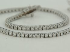 18 kt white gold tennis bracelet set with 105 brilliant cut diamonds, approximately 1.15 ct in total **** no reserve price ****