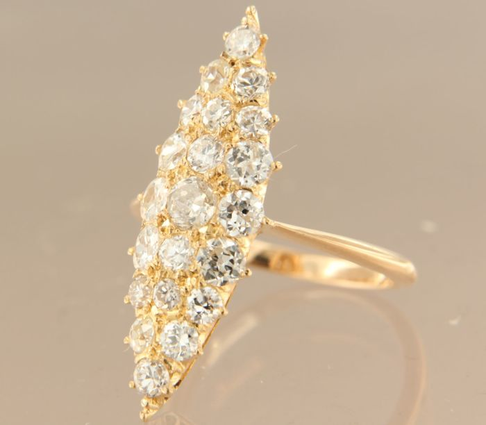 20 kt Rose gold marquise ring set with 22 Bolshevik cut diamonds, approx. 2.30 ct in total, ring size 16.5 (52)