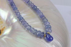 Necklace made of natural Tanzanite with Briolette. Clasp 585 Yellowgold, Länge: 43 cm including clasp