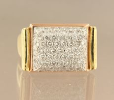 18 kt tri-colour gold ring set with 107 brilliant cut diamond, approx. 2.20 carat in total, ring size 19 (59)