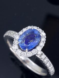 Diamond ring with exclusive sapphire, with IGI certificate, of 1.06 ct and 30 diamonds of 0.50 ct in total