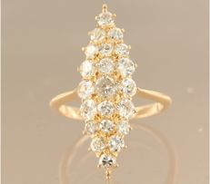 20 kt rose gold marquise ring set with 22 Bolshevik cut diamonds of approx. 2.30 ct in total, ring size 16.5 (52)
